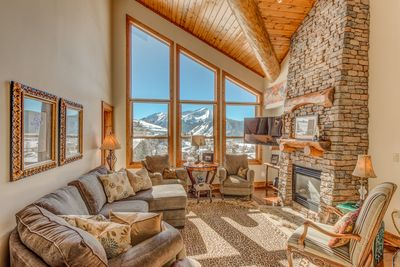 Stunning great room with vaulted ceiling and magnificent views!