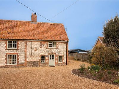 Photo for A beautiful newly renovated cottage, tastefully decorated and spacious.