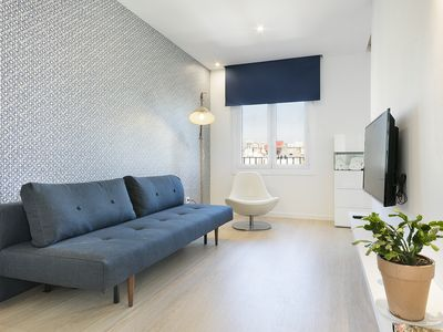 Photo for Sunny apartment perfect for couples - with view on Casa Batlló