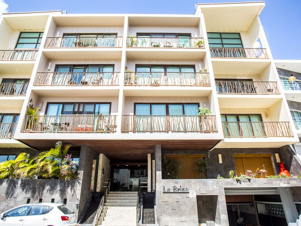 "DELUX CONDO ONE BLOCK ""MAMITAS BEACH"" (10 px)"