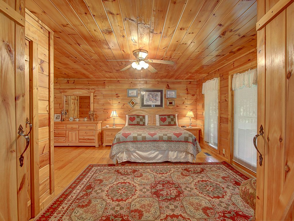CUTE & COZY CABIN FOR 2!