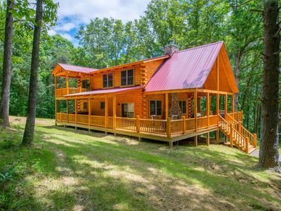 Photo for Spacious, pet friendly lodge with hilltop setting near Rock House! Outdoor hot tub, indoor sauna!
