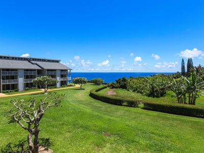 Photo for Waterfront condo w/ a shared pool, hot tub, & furnished lanai w/ ocean views
