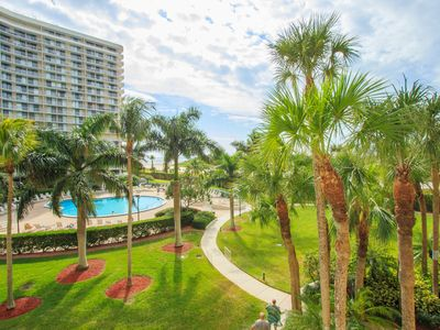 Photo for Tropially decorated vacation rental located in the South Seas Tower 4, 307.