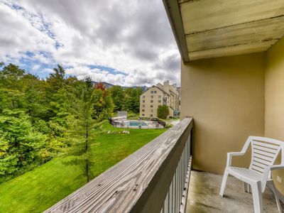 Photo for High floor resort condo w/ a shared pools, hot tub, & gym - walk to lifts!