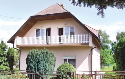 Photo for 4 bedroom accommodation in Balatonkeresztúr