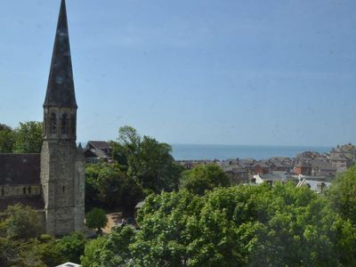 Photo for Spacious apartment with stunning sea views in Ventnor