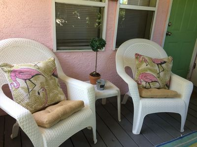 Flamingo Cottage screened in porch