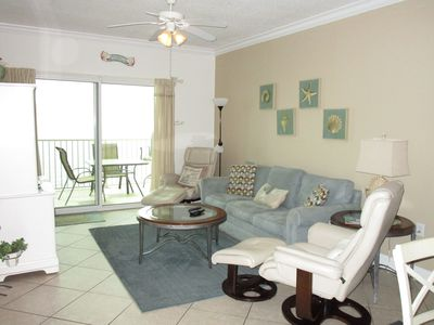 Living room and access to the balcony and view of the beach