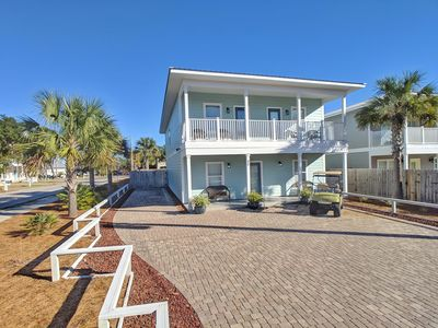 Ocean Kiss'd, Large Driveway, fits 5-6 cars + Golf Cart.