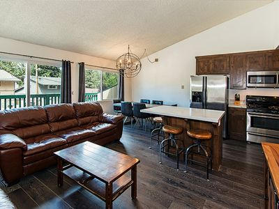 Luxury Heavenly Condo close to Heavenly Lodge with Private Hot tub