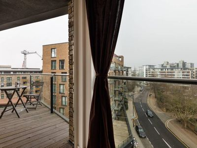 Photo for Bright 2Bed w/Balcony near the Thames