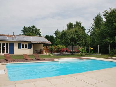 Photo for Quiet villa 15 minutes from Bordeaux