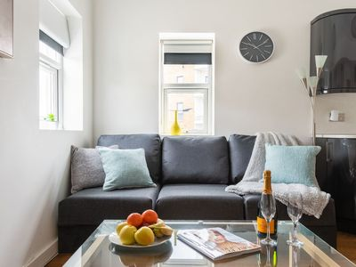 Photo for Modern & Spacious 3bed Apartment in Kensington9941