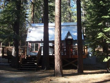Theme Cabin with Hot Tub-2 Minute Hike to Incredible Views