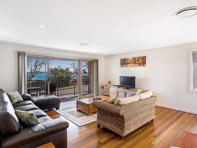 Photo for Bay View at 39 Thurlow - Walk to Dutchies Beach