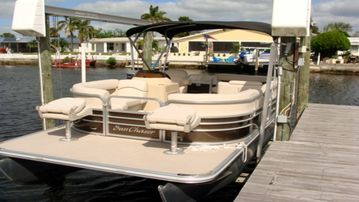 FREE USE OF BRAND NEW PONTOON BOAT INCLUDE WITH YOUR STAY