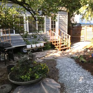 Enjoy a lovely Pacific Northwest yard walking distance from bars & restaurants!