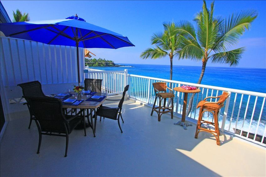 Absolute Oceanfront Suite with Spectacular Kona Sunsets