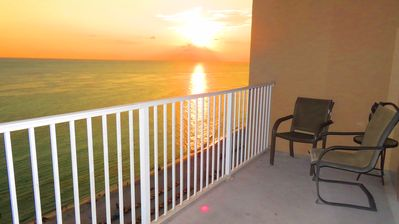 Photo for Stunning Condo on the Beach, Free Beach Chair Service, Walk to Pier Park shops