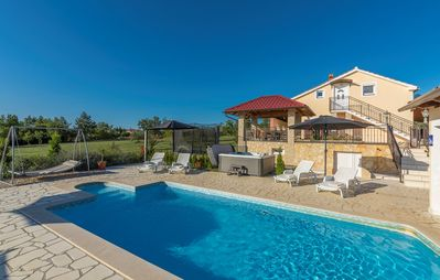 Photo for Villa Ivda with Heated Pool in Porec Area
