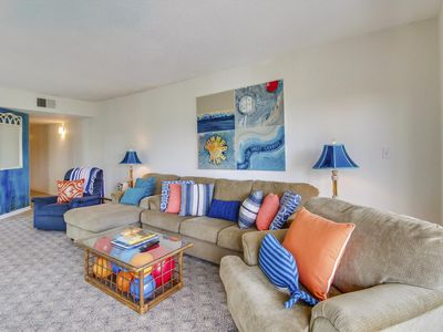 Photo for Enjoy the beautiful view from this 4th floor, 2 bedroom, and 2-bath Shorewood vi