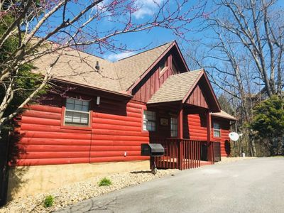 Photo for 1 mile to Dollywood ,Mountain view, 2b2bcozy Cabin