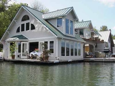 Floating Home Featured On Hgtv S Living Channel 80 Homes