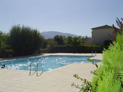 Photo for Villa with pool overlooking Mount Ventoux