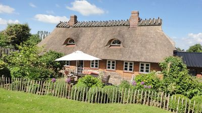 Photo for Cozy thatched cottage with great garden, WIFI & terrace for couples, families
