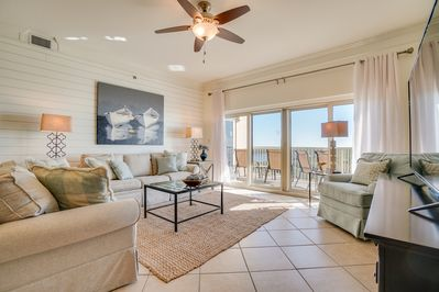 Beach Manor 1206 - Living Room - Light, airy and spacious! Just what you want in a family condo!