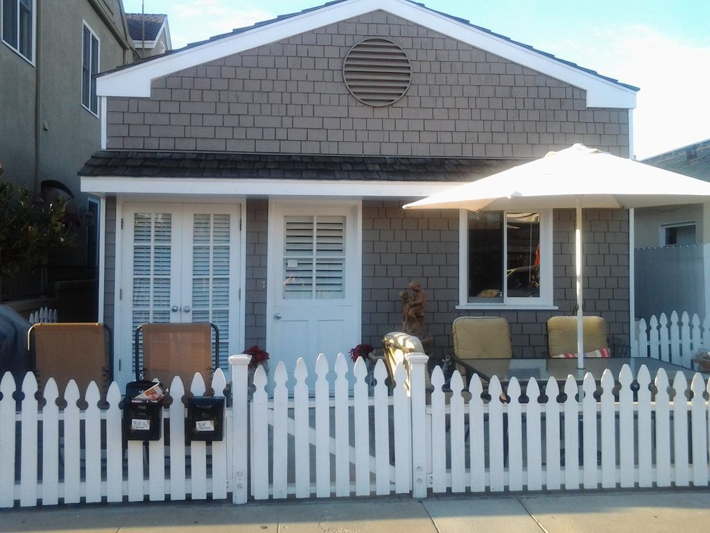 Amazing Charming Beach Cottage All Upgraded Great Linens And Beds Balboa Peninsula Home Interior And Landscaping Spoatsignezvosmurscom