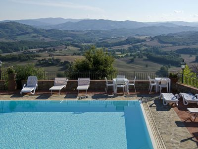 Photo for Relax in the Tuscan countryside, between Siena, Florence and San Gimignano
