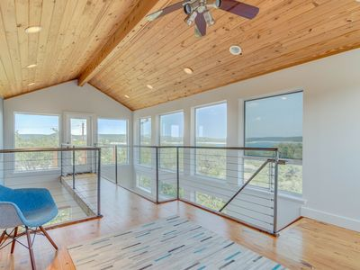 Stunning Lake House with view for Large Groups  - LAKE TRAVIS