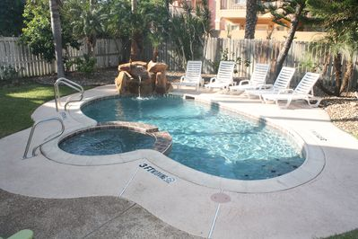 Heated pool/Hot tub