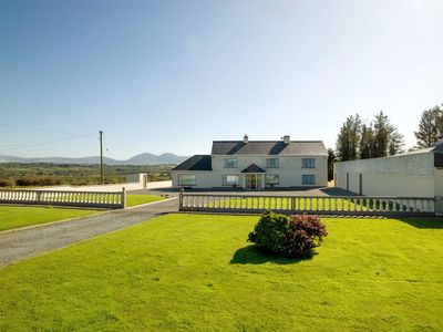 Photo for Cosy Traditional Farm House 20mins To Killarney