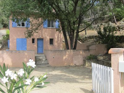 Photo for Villa 6/8 people on the heights of Entrecasteaux (Var), charming v