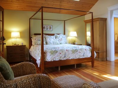 Exceptionally Appointed Cottage in Remote River Community in Northern CA