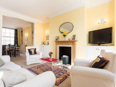 Photo for Delightful 2 bed flat, very close to Victoria!