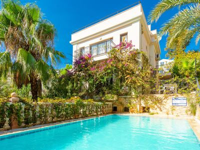 Photo for Villa Violet: Large Private Pool, Walk to Beach, A/C, WiFi, Car Not Required