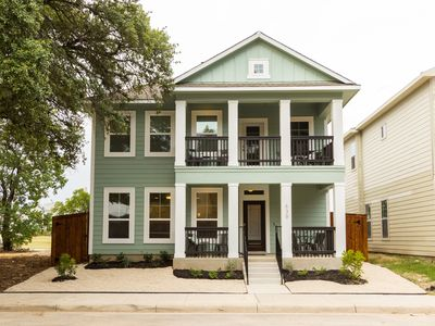 Photo for 3/2.5 less than 1 mile to Convention Center/ ALAMO (Sleeps 16)