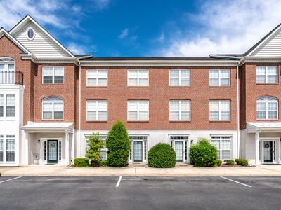 Photo for Beautifully updated Townhouse- Villages of Five Points