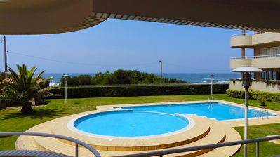 Photo for Apartment with direct access to swimming pool and beach, 10 minutes from Porto.