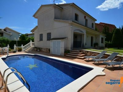 Photo for Villa with garden, pool, tennis court and Wifi