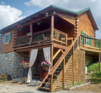 Photo for Cabin on the Hill, close to Caves, Parks & small town conveniences
