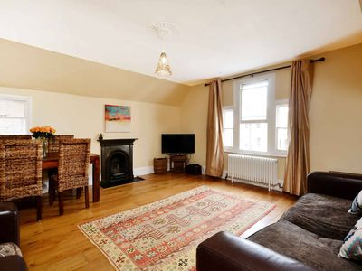 Photo for Lovely 2BR, Richmond Hill & Parking