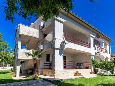 Photo for Beautiful apartment with 2 bedrooms, air conditioning, washing machine, barbecue and a balcony overlooking the sea
