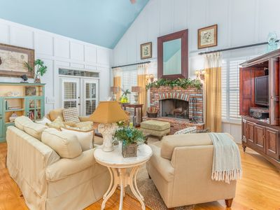 Photo for Beautifully furnished 2 level home with an awesome screened in porch!