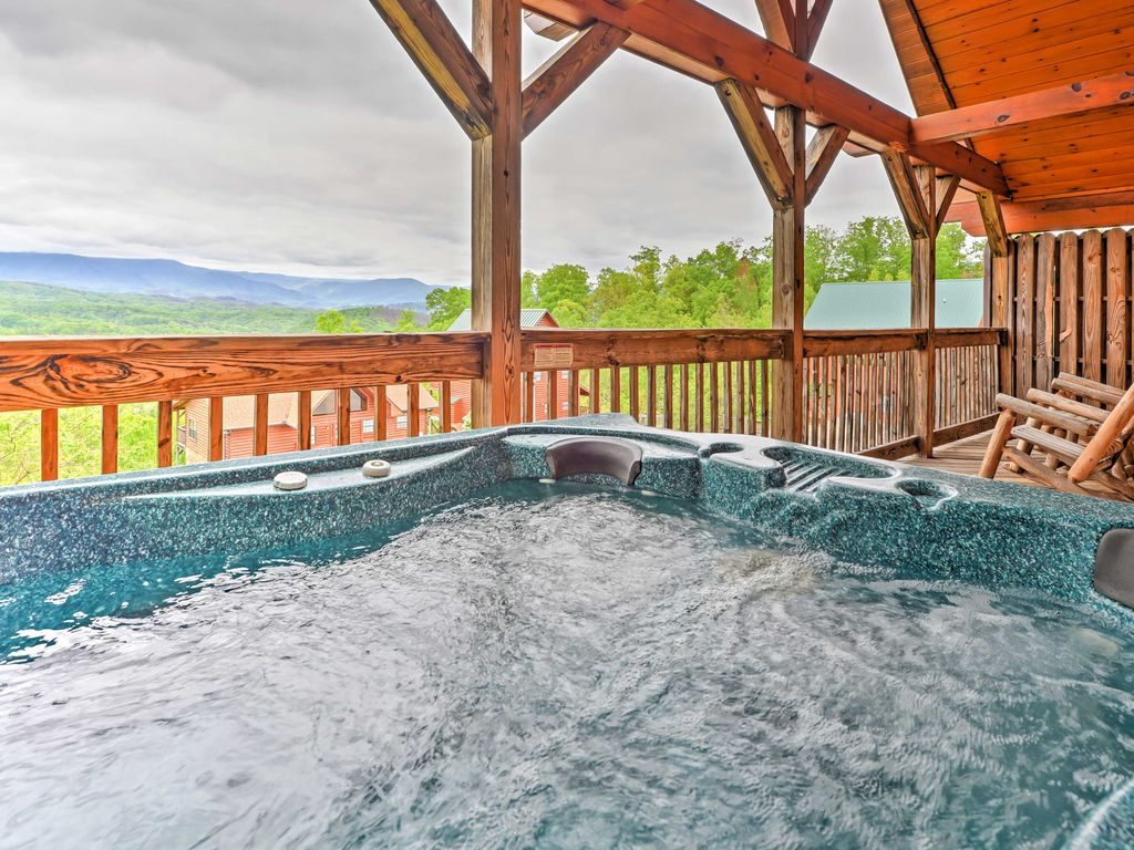 New 1br pigeon forge cabin w hot tub homeaway for Pigeon forge cabins with hot tub