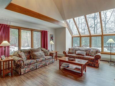 Photo for Beautiful and spacious condo w/ shared pool, lake access - close to skiing
